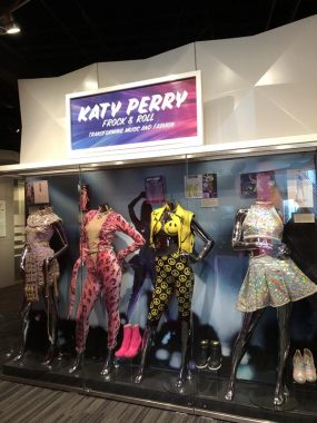 Figurino da cantora Katy Perry, parte do acervo do Grammy Museum