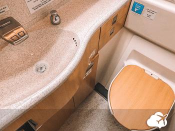 Decoração do banheiro do avião