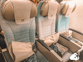 poltronas classe economica emirates