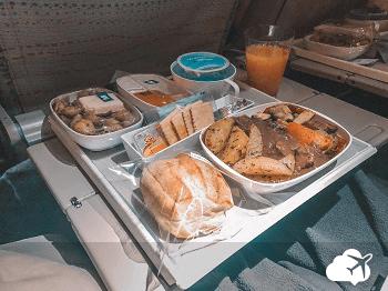 jantar classe economica Emirates